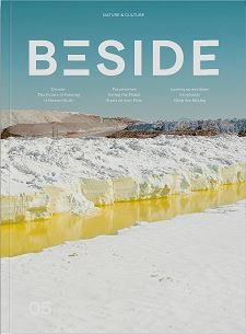 Magazine_outdoor_beside